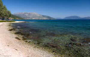 Karavomylos - kamieniste wybrzeże i widok na Itakę