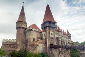 Zamek Korwinów w Huneodarze
